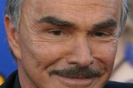 Burt Reynolds pasa por el quirófano