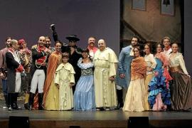 'El Zorro' lucha y canta en el Principal