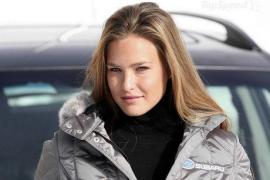 Bar Refaeli niega que esté comprometida con Leonardo Di Caprio