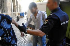 Piden 12 años de cárcel a un joven por lanzar a una mujer por la ventana en Palma
