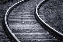Fallece una mujer en Alicante al ser arrollada por un tren cuando iba a recoger a su perro de la vía