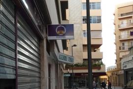 Aparecen carteles en la sede del PSOE y de Podemos de Vila contra la exhumación de Franco