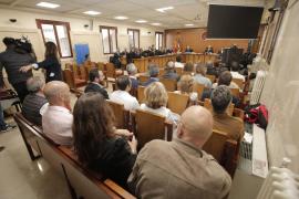 La Fiscalía retirará la acusación de siete controladores si el resto acepta el abandono del servicio