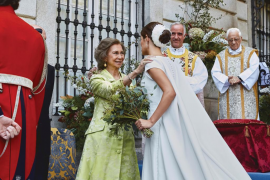 Doña Sofía, en la boda de Fernando Fitz-James Stuart: «El Rey emérito, no. Es el rey don Juan Carlos»
