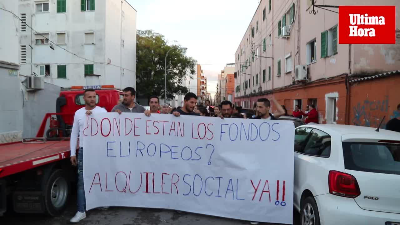 Vecinos del bloque VIII de 'Corea' protestan por los desalojos y exigen un alquiler social