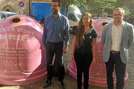 Instalan 20 contenedores rosas en Palma para fomentar el reciclaje de envases de vidrio y visibilizar el cáncer de mama