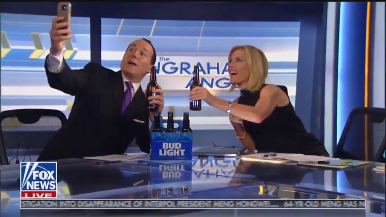 La caída de un presentador cuando se hacía un selfie