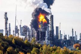 Al menos cuatro heridos a causa de una explosión en una refinería de Canadá
