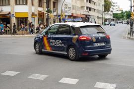 Mueren una niña y un hombre tras caer desde un quinto piso en Málaga