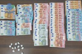 El dueño de un bar de Camp Redó, ahora detenido, ocultaba cocaína en botellas de alcohol