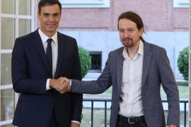 Sánchez e Iglesias firman en la Moncloa el acuerdo de presupuestos para 2019