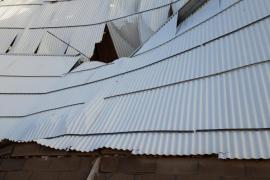 Un 'cap de fibló' toca tierra y causa daños entre Vilafranca y Sant Joan