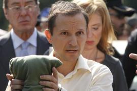 El padre de los niños desaparecidos responde a un policía que el paradero de éstos es su «secreto»