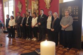 Minuto de silencio en el Parlament en memoria de las víctimas de la torrentada