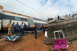 Al menos 7 muertos y decenas de heridos al descarrilar un tren de pasajeros en Marruecos