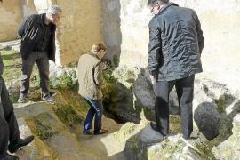 Hallan en Bellpuig una tumba con restos de una treintena de cuerpos