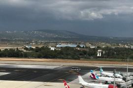 La gota fría obliga a Son Sant Joan a espaciar los aterrizajes