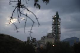 Pimem expresa 'malestar' por las consecuencias del cierre de Cemex para autónomos y pymes