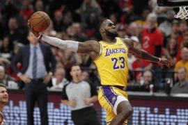 LeBron cae en su estreno con los Lakers