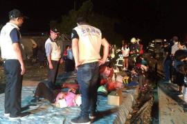 Al menos 22 muertos y 171 heridos al descarrilar un tren en Taiwán