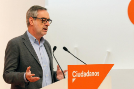 Ciudadanos expulsa a Punset por visitar a Puigdemont en Bélgica