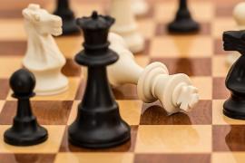 El Parlament aprueba incluir el ajedrez en la educación como herramienta