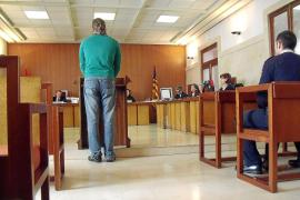 Condenado por intentar matar con un bate a un hombre que mandaba mensajes a su novia