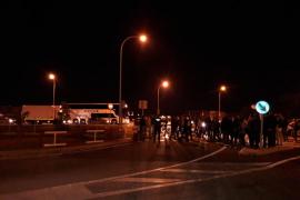 Retenciones en la carretera de Sóller por las protestas con motivo de la huelga de prisiones
