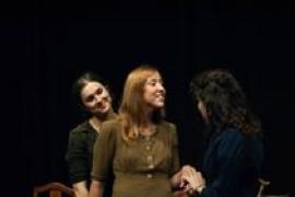 Iguana Teatre lleva la obra 'Llum trencada. Històries de dones, guerra i República' a Porreres