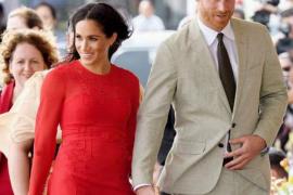 Meghan Markle deslumbra en Fiji con etiqueta del vestido incluida