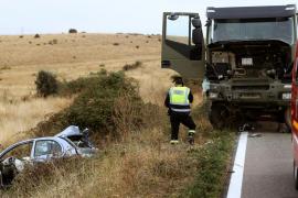 Muere una niña en un choque frontal entre un coche y un camión militar en Salamanca