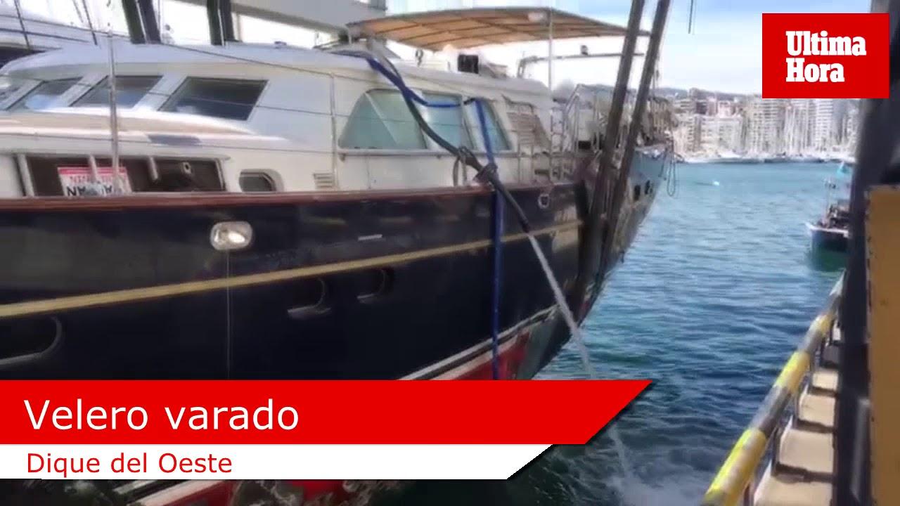 El velero varado en el Paseo Marítimo de Palma, listo para ser reparado