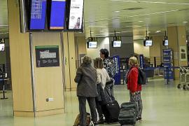 El temporal obliga a desviar varios vuelos a otros aeropuertos de la Península