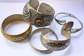 Detenida una asistenta del hogar que sustituía joyas por bisutería