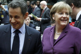 Merkel y Sarkozy imponen su pacto de austeridad y aislan al Reino Unido