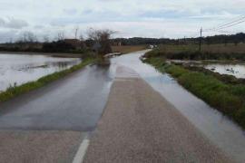 El temporal provoca desprendimientos, cortes de carreteras y un torrente desbordado en Mallorca
