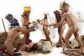 Albert Pinya representa «la pureza» del belén en una 'performance' provocadora