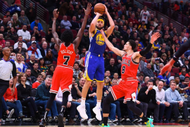 Klay Thompson logra el récord en la NBA con 14 triples e impulsa a los Warriors