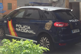 La Policía y una cuidadora evitan que un anciano caiga desde un segundo piso para «ir a cortar leña»