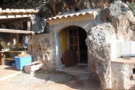 Denuncian ante Fiscalía la conversión en vivienda de una cueva natural en Sóller