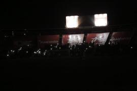 La luz regresa a Son Moix y el partido se reanuda 15 minutos después