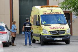 Una ambulancia en Es Pinaret