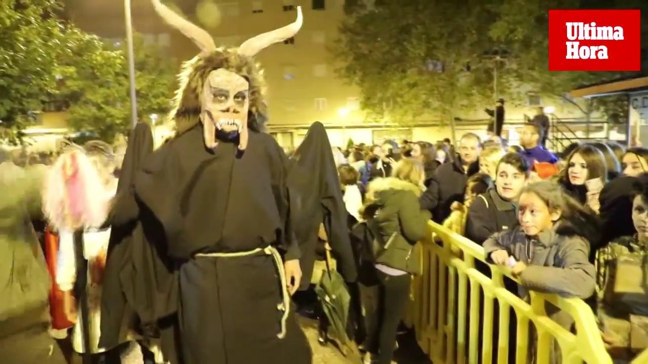 Niños y niñas de toda Mallorca salieron a la calle, a pesar de la lluvia, para celebrar Halloween