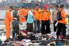 Recuperada la caja negra del avión accidentado en Indonesia