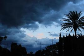 Cielos nubosos con precipitaciones que podrían ser fuertes para este sábado en Baleares