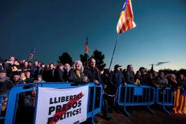 Miles de personas piden «abrir las cárceles» y una huelga general ante la cárcel de Lledoners