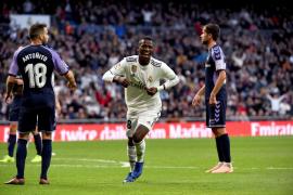 Vinicius frena el sufrimiento del Madrid
