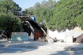La Guardia Civil inspecciona la chabola del hombre hallado muerto en Cala Pi