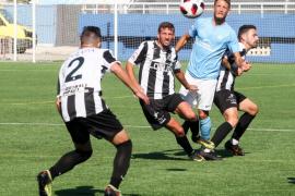 El partido entre la UD Ibiza y el Linense, en imágenes (Fotos: Daniel Espinosa).