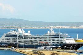 Visita Palma el lujoso 'Azamara Pursuit', reformado en los astilleros del 'Titanic'